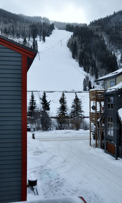 Mountain views and great ski lift access
