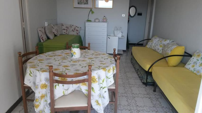 Cozy apartment by the tyrrhenian sea- Baia Domitia - Baia Domizia - Apartamento