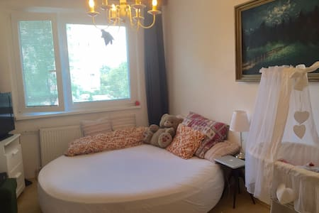 Lovely room, big round bed - Bratislava - Bed & Breakfast