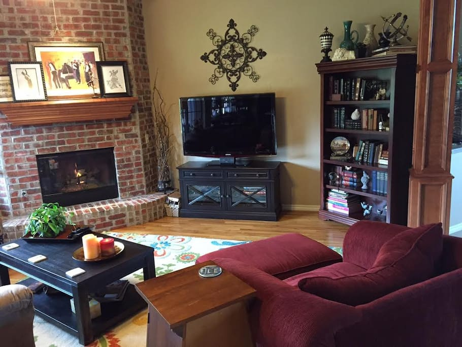 Main Living Room with Gas Fireplace