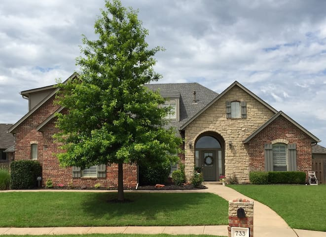 Spacious Family Home - Edmond - House