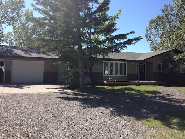 2 Private Bedrooms in the Country - Airdrie