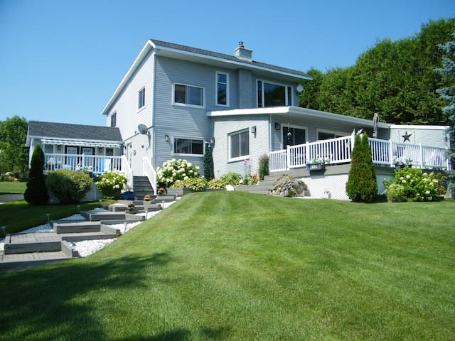 B N B  Suite By the Bay  Bruce Peninsula Country - Kemble