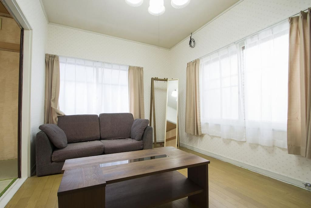 Traditional house next to park near susukino b1 houses for Living room 10m2