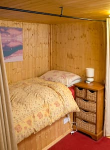 Single room in traditional fishing trawler - Troon - 船