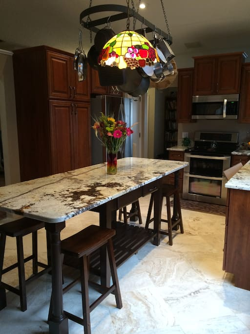 Gourmet Kitchen well equipped! Cook can be provided with 3 day notice