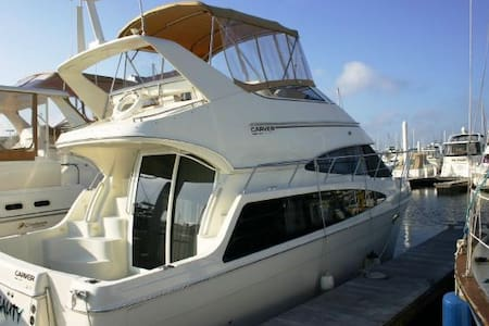 Stay right on the water aboard a 36' Motor Yacht! - Galveston