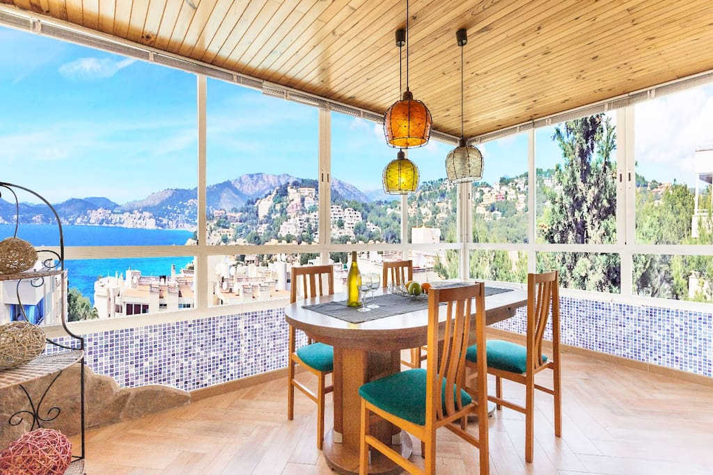 Dining area / terrace with sunning sea / mountain view