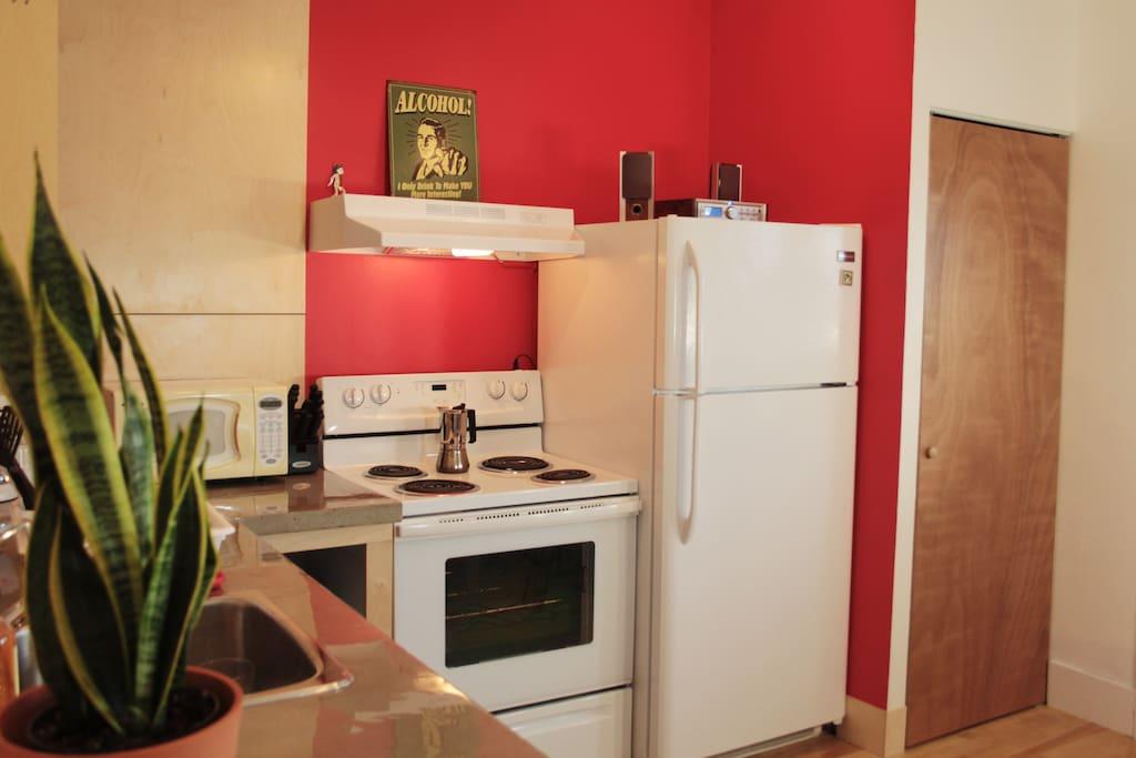 Equipped kitchen / Cuisine équipée
