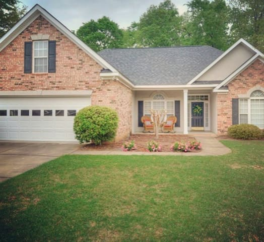 Lovely 4bed/3bath Master's rental - North Augusta - Talo