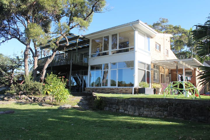 Fantastic Home, Pool & Ocean Views - Elanora Heights - Casa
