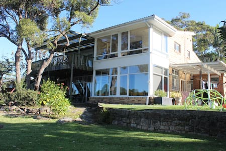 Fantastic Home, Pool & Ocean Views - Elanora Heights