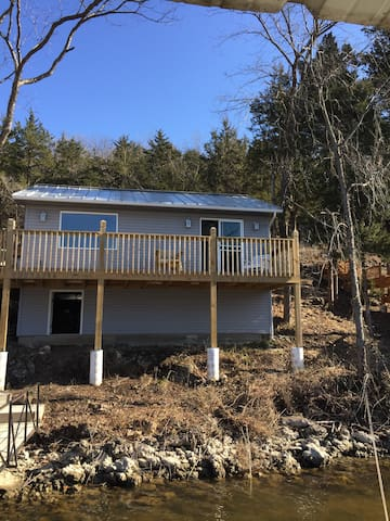Lakeside charmer!! Swim off dock! - Camdenton - Haus