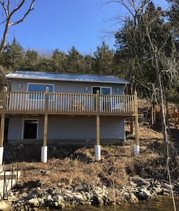 Lakeside charmer!! Swim off dock! - Camdenton - Huis