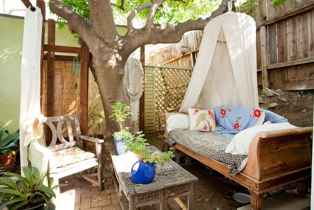 Artsy and rustic 1927 tree house glamping casas en el for Alquiler casa arbol