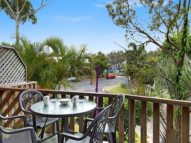 Main Beach Central - Opposite Beach, walk to shops - Byron Bay - Villa