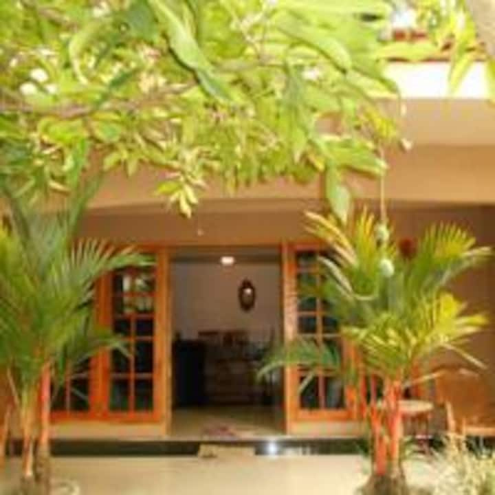 House Of Esanya/ twin room near the Airport