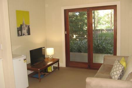 Private apartment, overlooking park - Wilston - Apartment