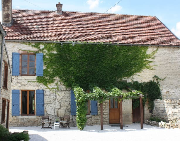 Charming, Spacious House with Views - Belan-sur-Ource - House