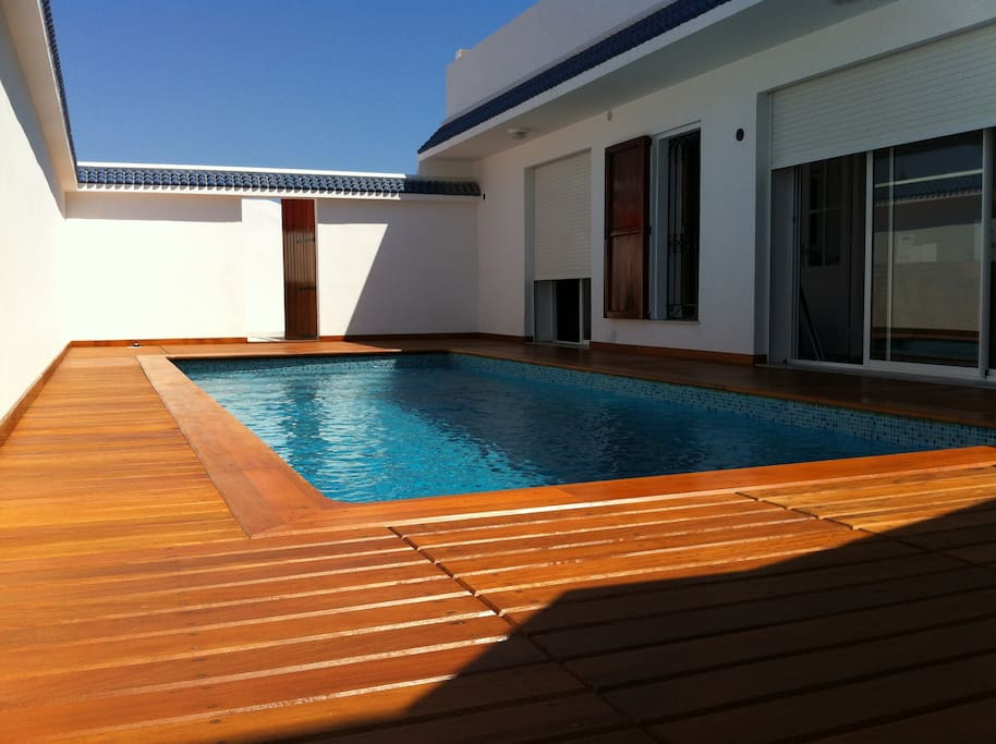 Maison avec piscine gammarth maisons louer la for Piscine demontable tunisie
