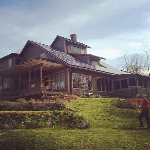 Hooper Ridge Solar Home - Millfield - Haus