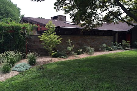 Spacious Mid-century modern home - Havertown - Huis