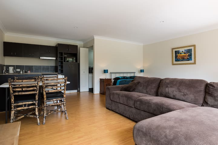 Gold Coast Theme Parks Apartment - Oxenford