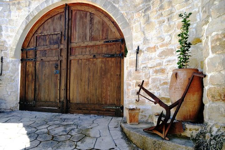 """Armonia"" quiet cozy house, natural view & horse"