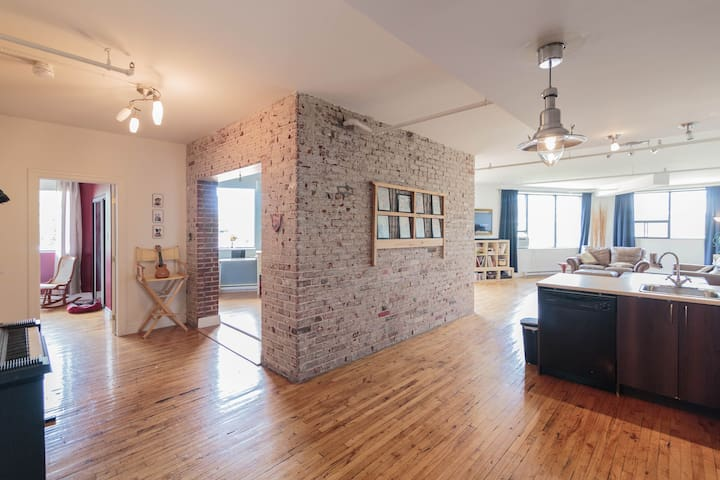 Bright & Spacious Loft 5 mins to Downtown Montreal - 蒙特利爾 - 公寓