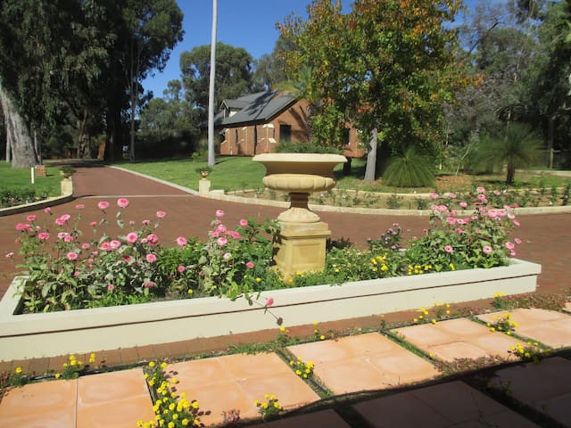 Le Manoir Bed & Breakfast - Carramar - Bed & Breakfast