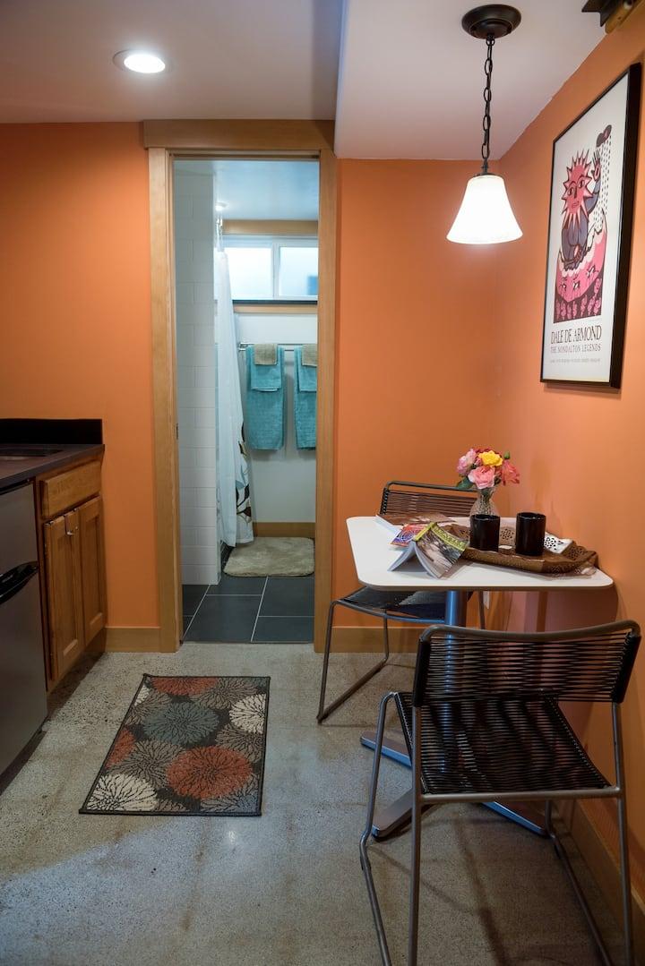Cozy charming 1 bedroom apartment