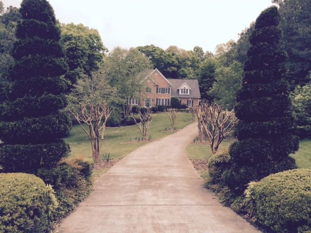 SOUTHERN COMFORT - LOVELY HOME! - Raleigh - Ev