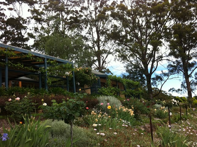 Small farm living near Berry - stunning views! - Bellawongarah