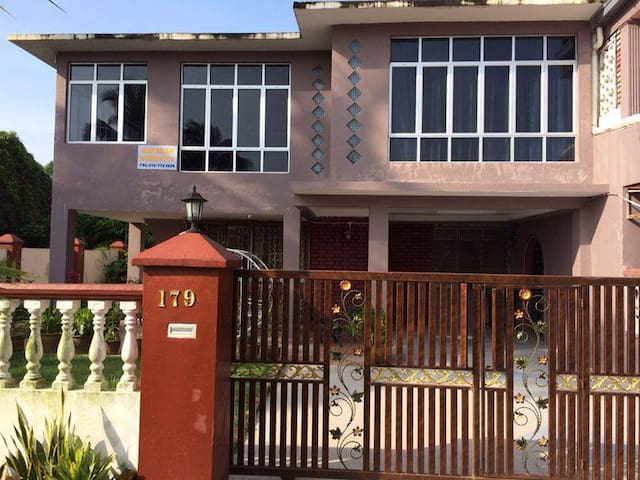 Spacious Homestay at Senai - Senai - Haus