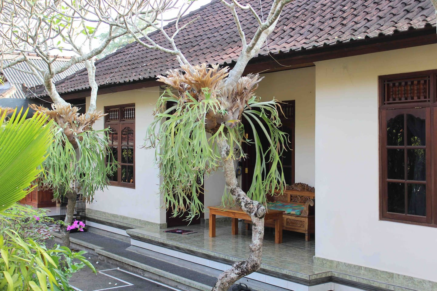 the environment that is filled with Balinese families and also cleanliness and natural beauty are maintained making the atmosphere even more enjoyable for a short or long stay