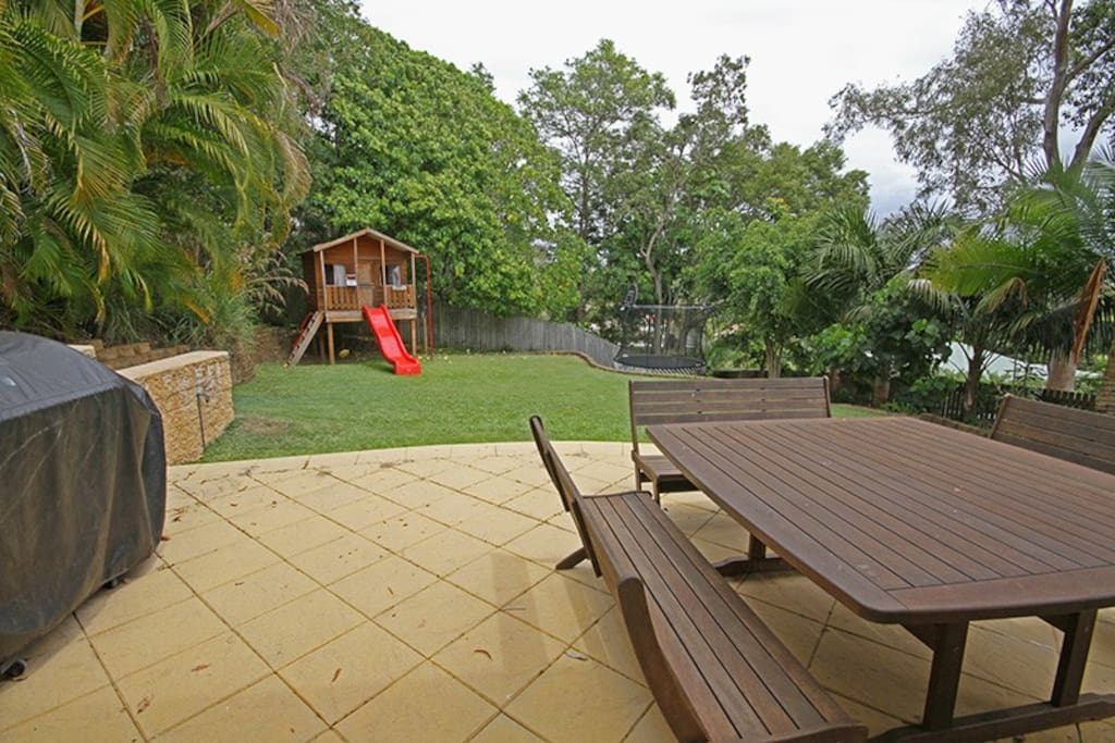 Large BBQ, seating for 12+, fully equipped cubbyhouse, trampoline.