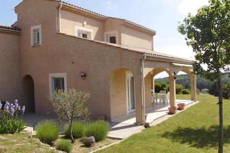 Loue une chambre dans villa avec piscine - Étables - Hus