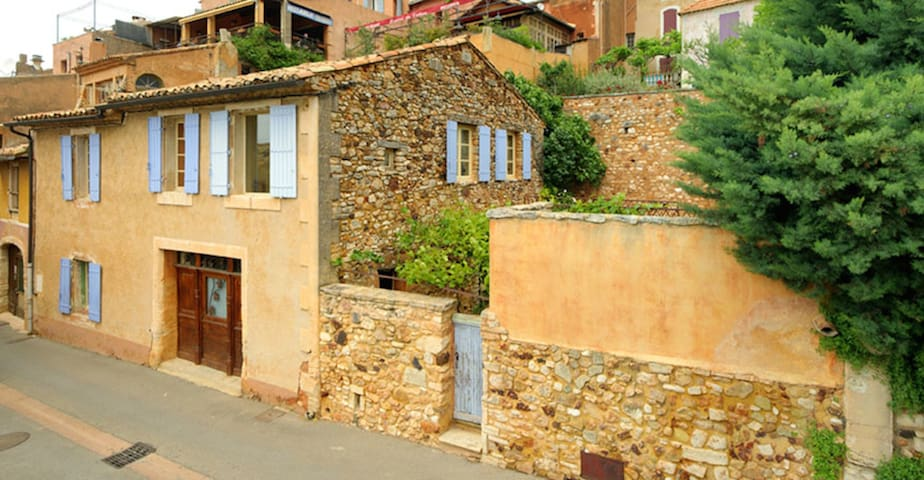 Beautiful Luberon village house with private pool. - Roussillon - Huis