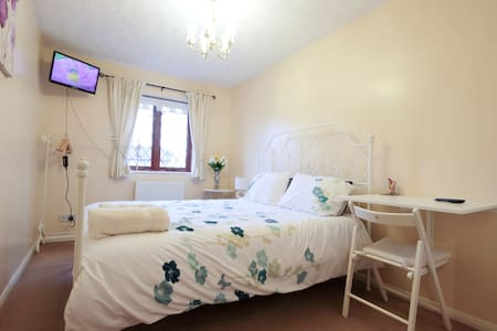 Cozy double with ensuite near Ely - Sutton - Hus