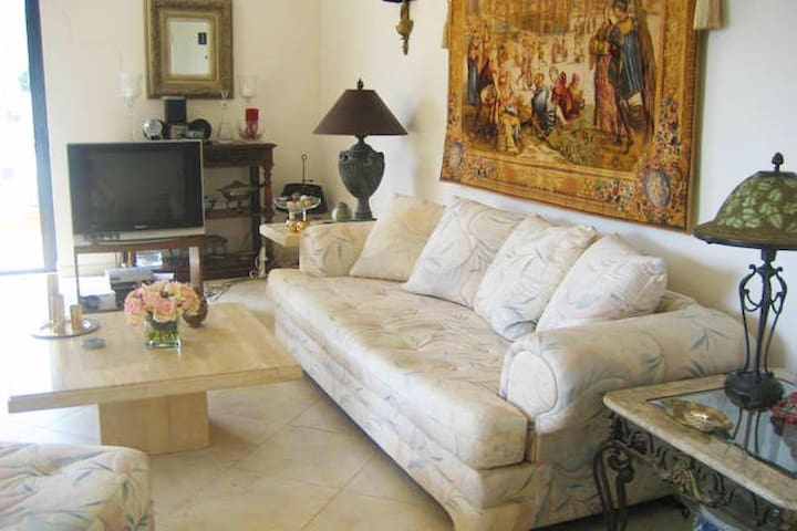 Comfortable room in superb location - Swieqi - Apartamento