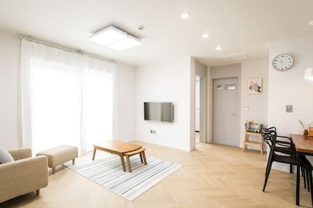 제주시내 중심 조용한 주택가 친환경 목조주택, 2층 독채 - 제주시