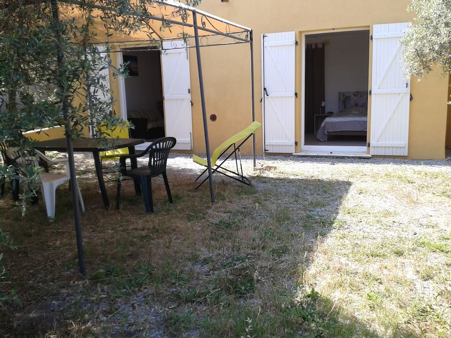 Villa 45 m2 un jardin de 1000 m2 houses for rent in for Jardin 45 m2