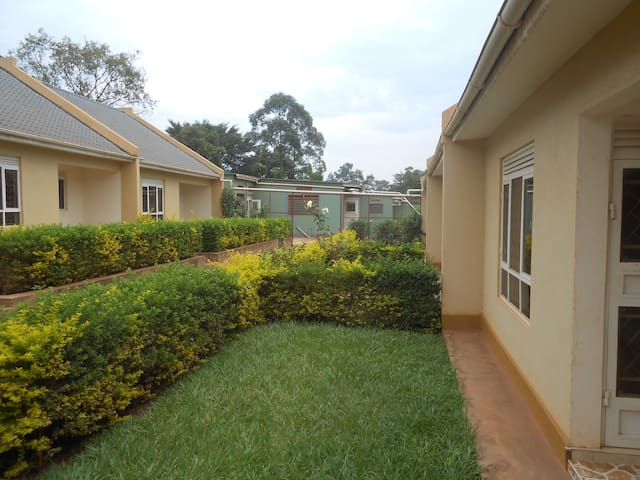 Garden Court Apartment #4 - Kampala - Apartment