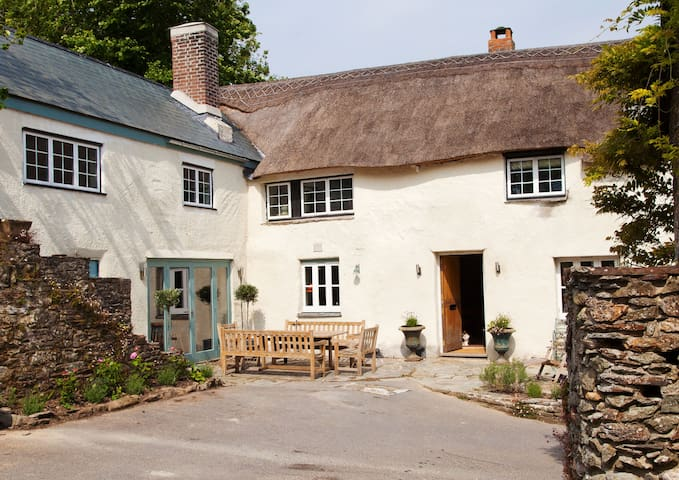 Luxury Farmhouse Twin Room - Kingsbridge - Bed & Breakfast