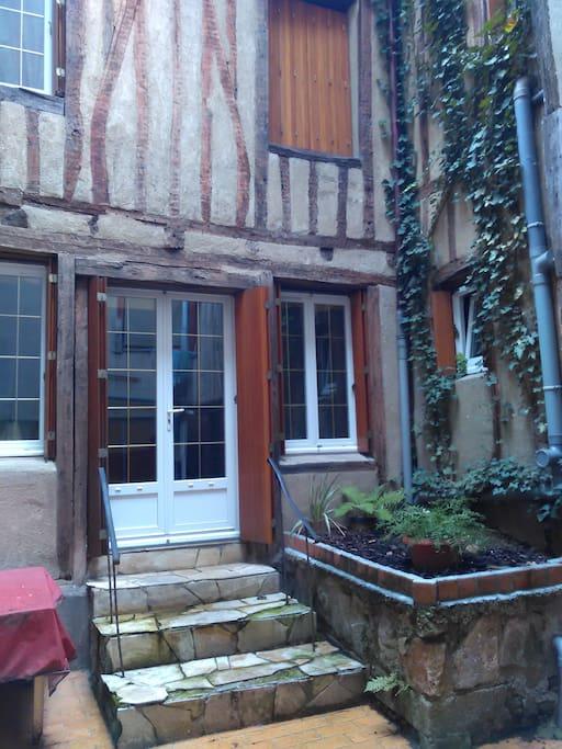 Maison au calme en coeur de ville houses for rent in limoges limousin france - Piscine maison nuit limoges ...