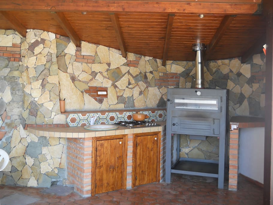 Cucina esterna a disposizione dei clienti