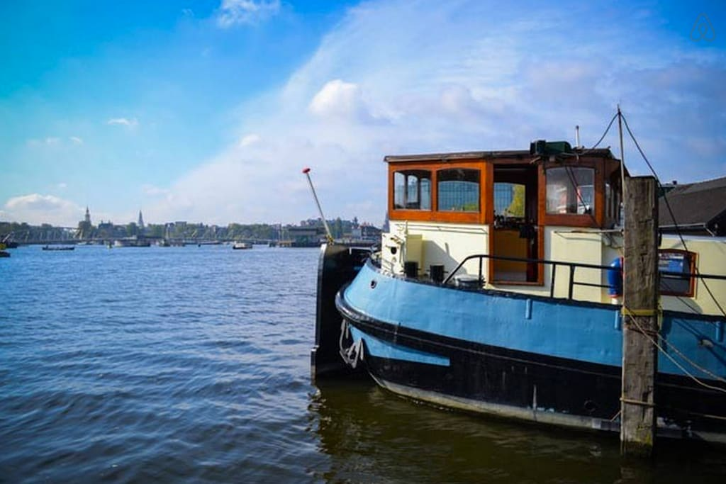 Cozy apartment on houseboat 15 min from cs boats for for Airbnb amsterdam houseboat