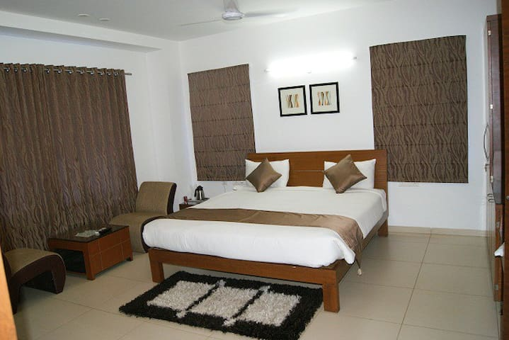 Executive rooms in Hi-Tech City