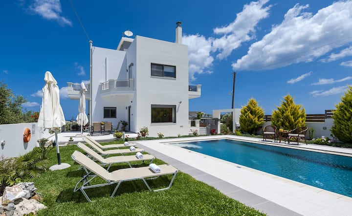 Pretty Villa Anastasia in Platanias, 4 BD, Pool