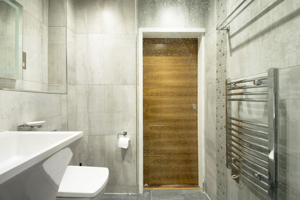 Slidding shower door
